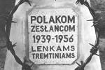 Tak wygląda napis na pomniku zesłańców w Kalwarii Wileńskiej