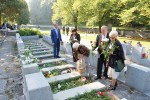 Czerwone i białe róże od związku Polaków na Litwie legły na grobach bohaterów września