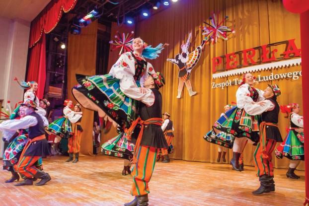 """Tak pięknie prezentowali się tancerze """"Perły"""" na niemenczyńskiej scenie (fot. Paweł Stefanowicz)"""