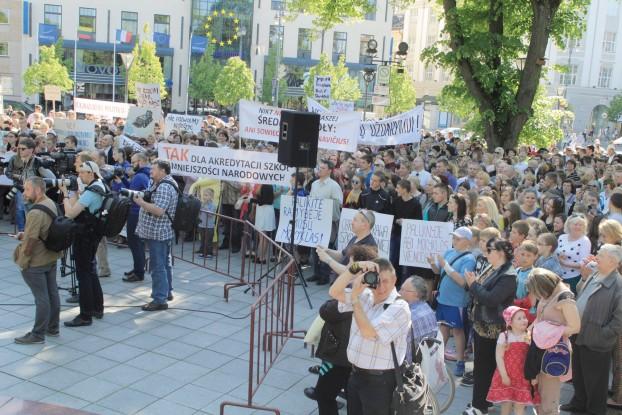 w obronie szkół polskich na Litwie